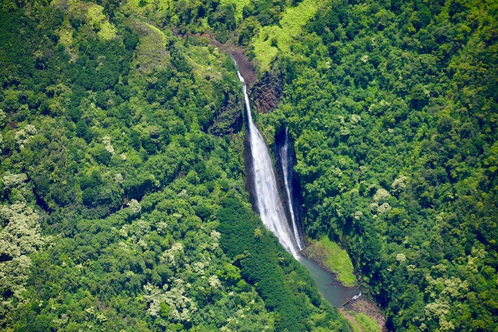マナワイオプナ滝
